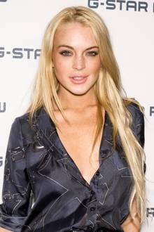 Um Lindsay Lohan ist es in den vergangenen Jahren ruhiger geworden. Der ehemalige Teeniestar, der früher kein Event ausgelassen hat, betritt heute nur noch selten den Red Carpet. Dieses Bild zeigt die Reality-Darstellerin im Jahr 2010. Im Rahmen der Pariser Modewoche ist sie allerdings in die französische Hauptstadt gereist und überrascht mit einem neuen Look ...