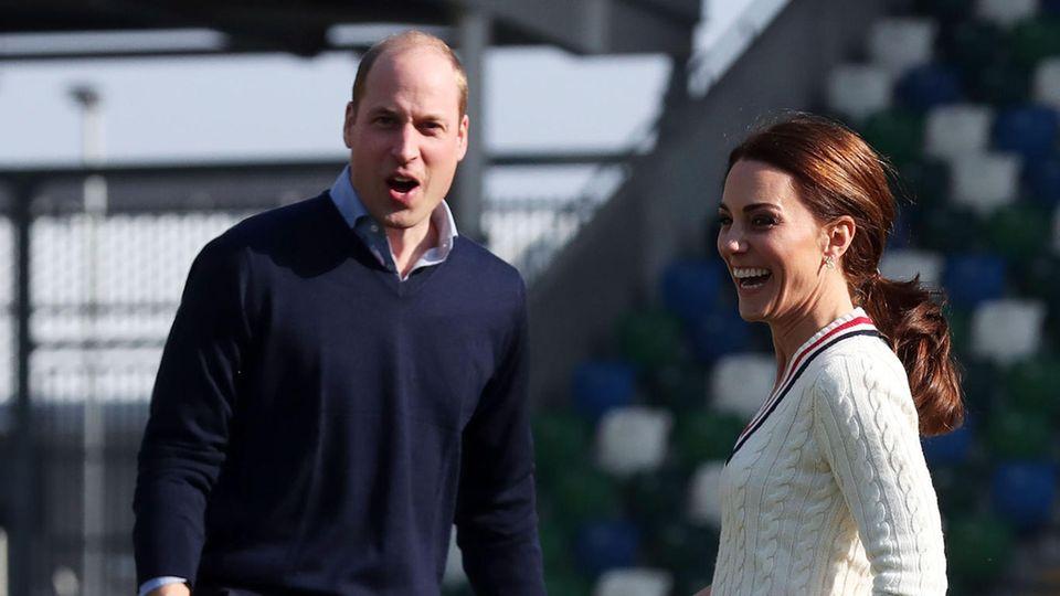 Prinz William und Herzogin Catherine beim Kicken in Belfast