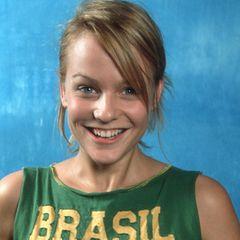 """Mirjam Weichselbraun   Ab 2001, beim neu gegründeten Fernsehsender Viva Plus, hat Weichselbraun bis zur Einstellung acht Monate lang die Sendung Cologne Day moderiert.Daraufhin wechseltsie zu MTV Germany nach München und später nach Berlin, wo sie das Gesicht der Sendungen """"Select MTV"""" (bis2005) und """"TRL"""" (bis 2007) ist. Die schöne Blondine ist auch als Schauspielerin aktiv (""""Zur Sache, Macho! (aka Die Frau in mir)""""), bleibt aber hauptsächlich der Moderation aber treu: Sie hat z.B. über Jahre hinweg """"Dancing Stars"""" moderiert, RTLs """"Dancing on Ice"""", Sat.1's """"Die Hit-Giganten"""", den """"Eurovision Song Contest 2015"""" und den Wiener Opernball (zuletzt im Jahr 2019). Mirjam Weichselbraun erwartet mit Partner Ben Mawson, Künstler-Manager von unter anderem Lana del Rey, ihr zweites Kind."""
