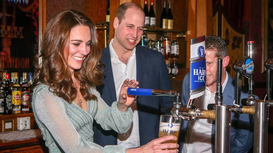 Intime Gesten: Hier vergessen Kate und William die Kameras