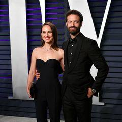 """Benjamin Millepied + Natalie Portman  """"Black Swan"""" bringt Natalie Portman nicht nur einen Oscar ein, sondern auch die große Liebe. Während der Dreharbeiten ist Benjamin Millepied ihr Ballettlehrer und bringt dabei ihr Herz zum Tanzen. Pirouetten können sie heute zu viert drehen. 2011 bringt Natalie einen Sohn, 2017 eine Tochter zur Welt."""