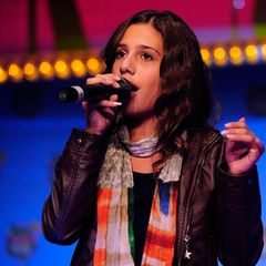 """Michèle Bircher gewinnt 2013 die allererste Staffel""""The Voice Kids"""". Im Finale überzeugt sie nicht nur ihren CoachHenning Wehland mit Beyoncés Song """"Listen"""", sondern gleich alle."""