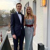 """ZumGridiron Dinner am ersten März-Wochenende geht Ivanka Trump mit ihrem """"Hot Date"""", Ehemann Jared Kushner. So bezeichnet sie ihn zumindest unter diesem Instagram-Foto. Die Augenweide bleibt trotzdem sie selbst. In einem Paillettenkleid mit Samt-Details des Labels Markarian sieht sie einfach bezaubernd aus."""