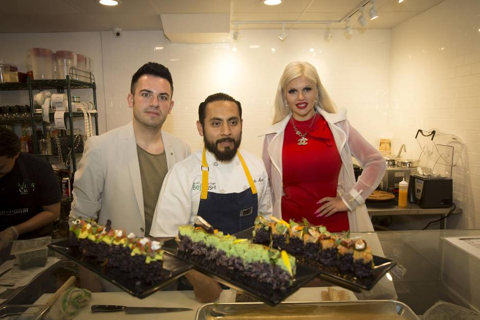 Sophia Vegasbei der Eröffnung des Beji Sushi Restaurants in Agour Hills