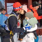 3. März 2019   Ein Kuss für von Prinzessin Sofia: Nach dem Zieleinlauf wird Prinz Carl Philip von seiner Ehefrau und Sohn Prinz Gabriel liebevoll begrüßt ...