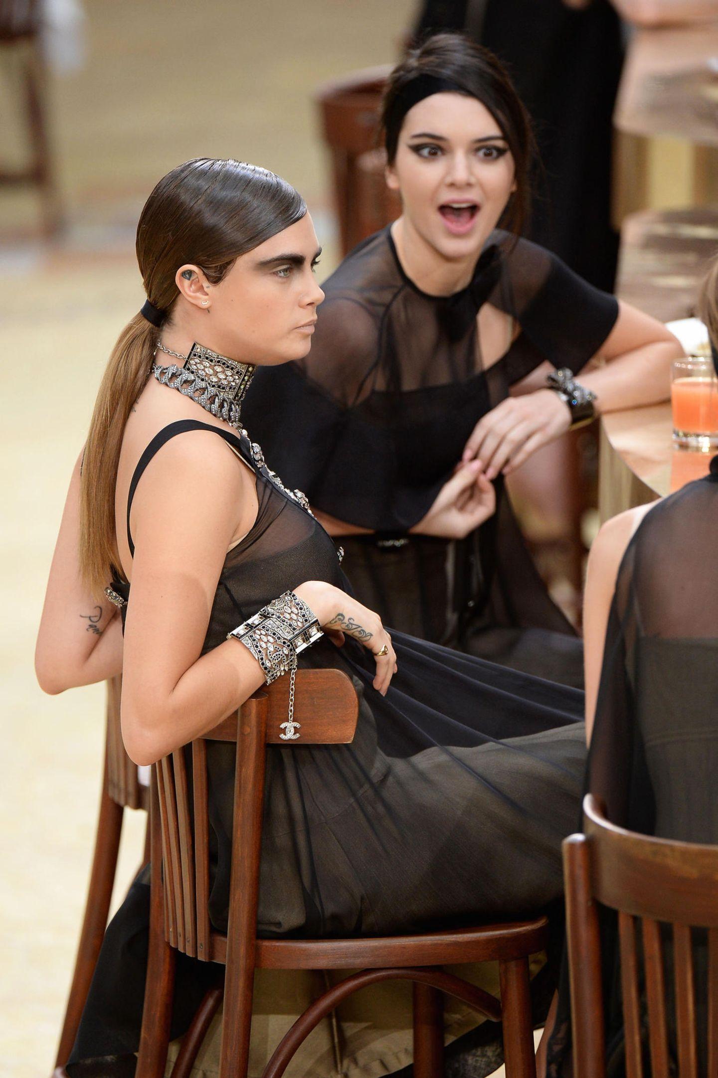 An der Bar amüsierten sich auch die Topmodels Cara Delevingne und Kendall Jenner.