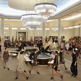 Rien ne va plus! Im Juli 2015 schickt Karl Lagerfeld seine Models und Star-Gäste ins Casino.