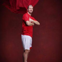 """Pascal Hens  Für den Ex-Profi-Handballer wird die Teilnahme bei """"Let's Dance"""" eine komplett neue Herausforderung darstellen. Wie sich der 2,03 Meter große Sportler schlagen wird? Wir sind gespannt!"""