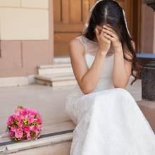 Diese Braut wartet anscheinend vergebens auf ihren Bräutigam