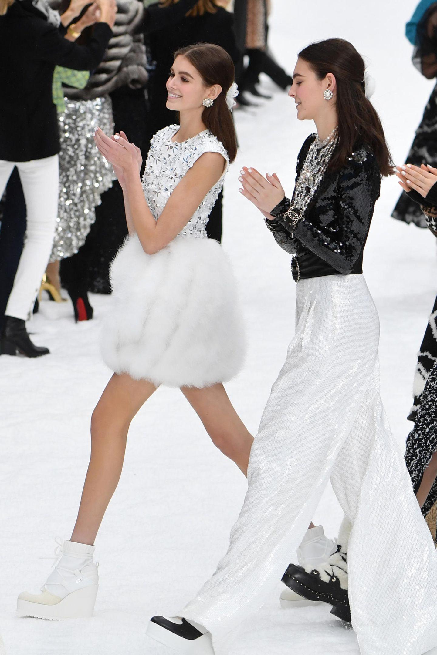Und auch Kaia Gerber ist auf dem verschneiten Chanel-Runway zu sehen.
