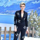 Chanel-Fan Kristen Stewart darf selbstverständlich bei Karl Lagerfelds letzter Show auch nicht fehlen.