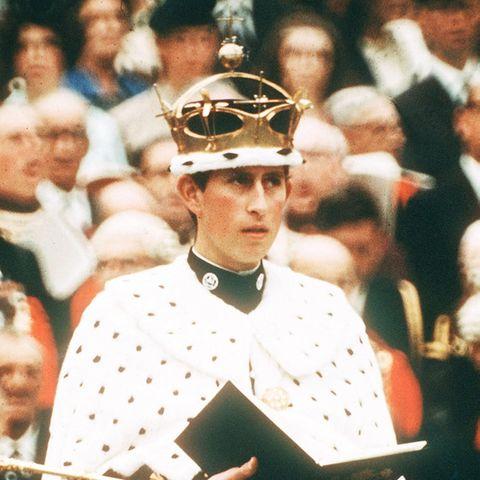 """Prinz Charles in Schnack und Lack bei seiner Ernennung zum """"Prinz of Wales"""" am 1. Juli 1969"""