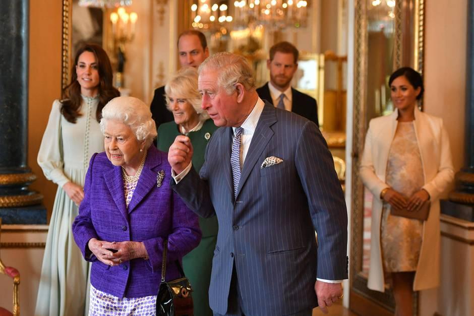 """Die wichtigen """"Senior Royals"""" versammeln sich am 5. März 2019 im Buckingham Palast, um Prinz Charles zu feiern: Queen Elizabeth, Herzogin Catherine, Herzogin Camilla, Prinz William, Prinz Harry und Herzogin Meghan"""