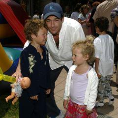 Aus der Ehe mit Minnie hat der Schauspieler zwei Kinder: Sohn Jack, der 1997 geboren wird, und Tochter Sophie, die im Jahr 2000 das Licht der Welt erblickt.