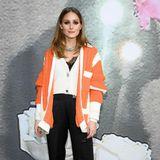 Bei Miu Miu ist ebenfalls der Bär - beziehungsweise der Star - los. Olivia Palermo vertritt die It-Girls in einem orangefarbenen Cardigan.