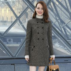Für die Schau von Louis Vuitton ist halb Hollywood nach Paris gereist. Unter anderem freut sich auch Emma Stone auf die Kreationen des Luxushauses.