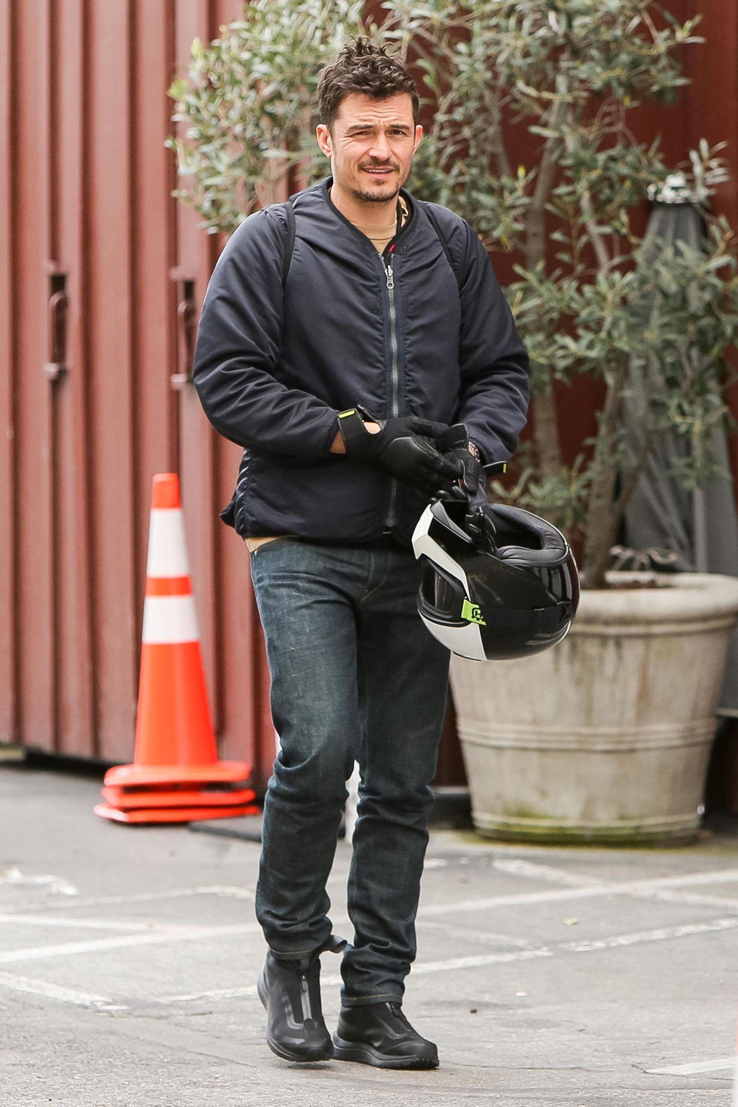 5. März 2019  Nachdem sich der Fahrer den Helm abgenommen hat, wird deutlich, dass es sich um Schauspieler Orlando Bloom handelt, der mit seinem Bike eine Spritztour unternommen hat.