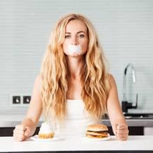 In der Fastenzeit ist für viele Menschen der Genuss von Süßigkeiten und Fast Food tabu