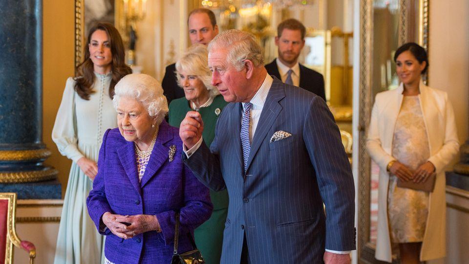 Queen Elizabeth, Prinz Charles, Herzogin Camilla, Herzogin Catherine, Prinz William, Prinz Harry und Herzogin Meghan