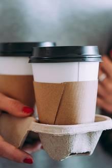 """Der Kaffe """"auf die Hand"""" muss manchmal einfach sein – doch in welchem Gefäß?"""