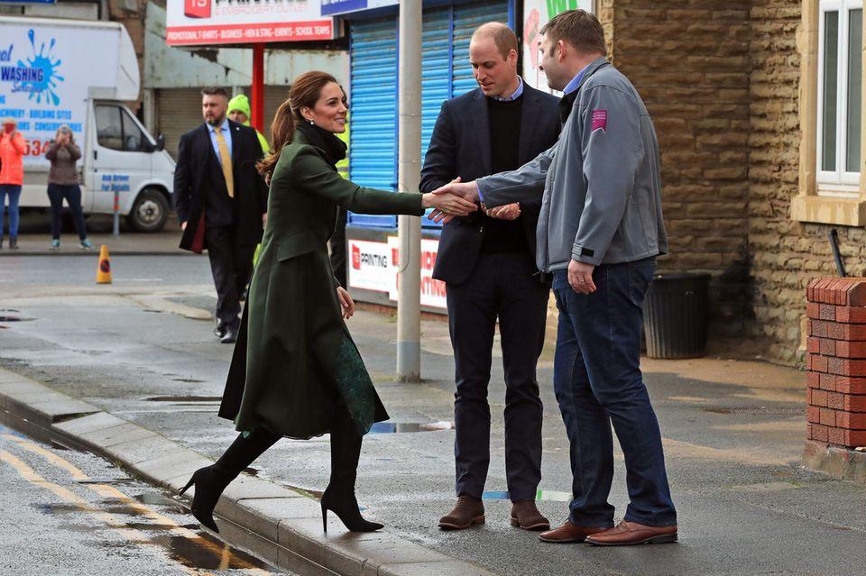 Herzogin Catherine ist später sicherlich froh, festen Boden unter den Füßen zu haben.