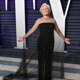 """Bei den Golden Globes 2019 hält Glenn Close eine Rede, die ihr sowohl im Saal als auch vor den Fernsehern viel Applaus einbringt. """"Wir Frauen sind Erzieher, wir haben unsere Kind und unsere Partner, wenn wir Glück haben. Aber wir müssen auch unsere persönliche Erfüllung finden. Wir müssen unsere Träume verwirklichen, wir müssen sagen 'Ich kann das'und ich denke, wir sollten das Recht haben, es dann auch zu tun"""", sagt sie, als sie ihren Award entgegennimmt. Damit richtet sie sich mit einer äußerst starken Message an alle Frauen, die sich selbstverwirklichen wollen und sollen."""