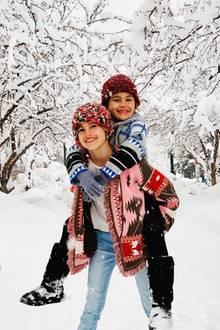 5. März 2019   Familie Ambrosio genießt seine Urlaube für gewöhnlich in der Sonne, aber auch Schnee scheint Spaß zu machen. Alessandra Ambrosios Kids Noah und Anja genießen das kalte Weiß in Aspen, Colorado.