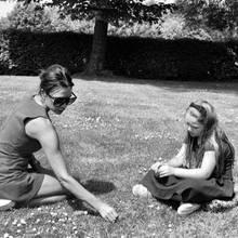 8. März 2019  Mit diesem sommerlichen Schwarz-Weiß-Foto von Victoria und Harper bedankt sich David Beckham am Internationalen Frauentag für die großartigen Frauen in seinem Leben, die ihn jeden Tag inspirieren, darunter natürlich auch seine Mutter und Großmutter.