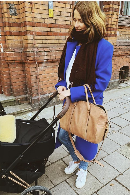 6. März 2019   Schaut, wer da unterwegs ist: Model Eva Padberg und Töchterchen wagen einen Spaziergang.