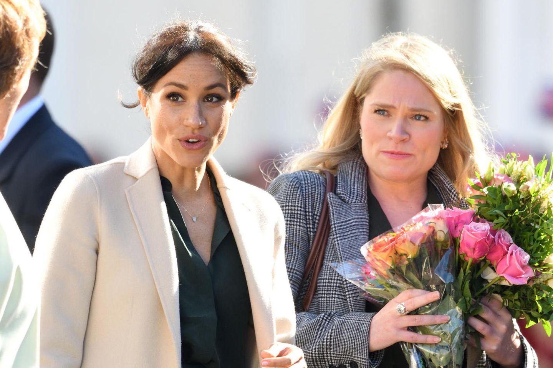 Herzogin Meghan und ihre Assistentin Amy Pickerill bei einem Termin am3. Oktober 2018 inChichester, Großbritannien