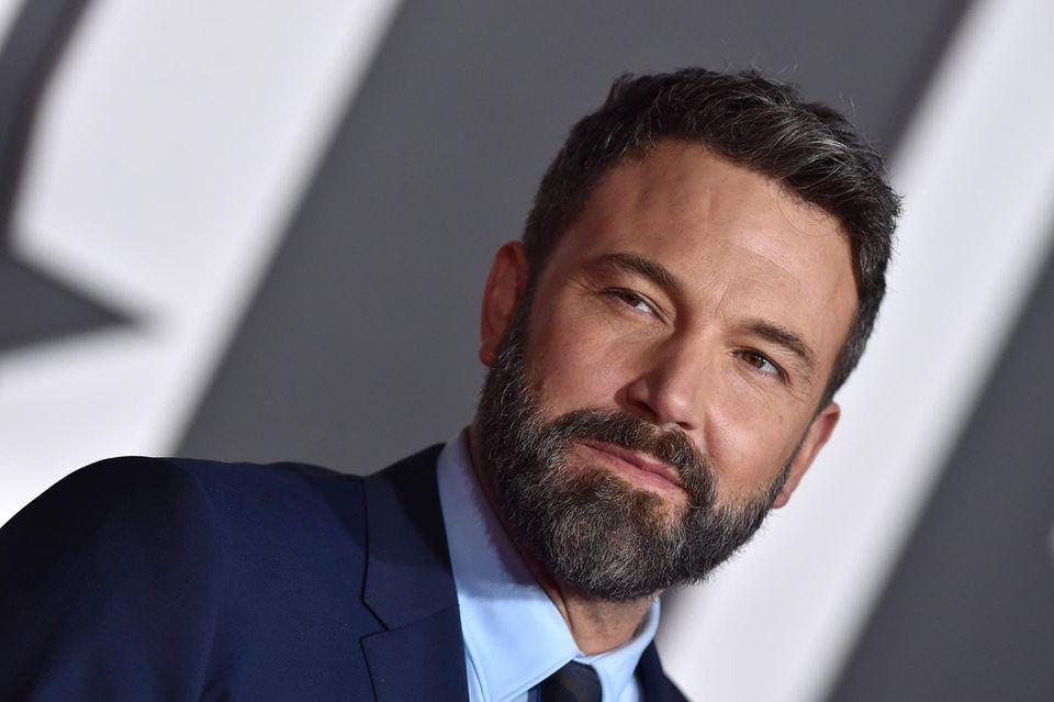 """Ben Affleck zeigt eine sehr gepflegte Variante eines Bartes, dem """"Hollywoodian"""" – der Bart der Stars. Der Hollywoodian istein richtiger Star unter den Bart-Stilen und bezeichnet einenVollbart, bei dem die Backen ausgespart werden und die Haut glatt rasiert ist."""