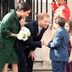 Herzogin Meghan und Prinz Harry besuchen vor der Messe das Canada House und sprechen dort mit kleinen Fans.