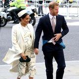 Händchen haltend kommen Herzogin Meghan und Prinz Harry am Commonwealth Day zum anglikanischen Gottesdienst in dieWestminster Abbey.
