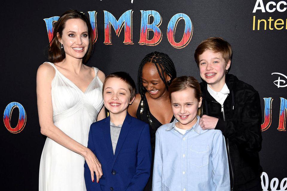 Angelina Jolie mit ihren KindernKnox, Zahara, Vivienne und Shiloh