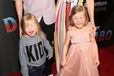 """11. März 2019  Den größten Spaß haben aber mit Abstand """"Fuller House""""-Star Beverley Mitchell, ihr Mann Micheal Cameron, Tochter Kenzie und Sohnemann Hutton. Von den Grimassen, die die beiden Kids schneiden können, sind wir immer noch ganz fasziniert."""