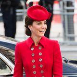 Herzogin Catherine hat gut Lachen: Dank eines uralten Tricks sitzt ihre Frisur beim Gottesdienst zum Commonwealth Day absolut perfekt.