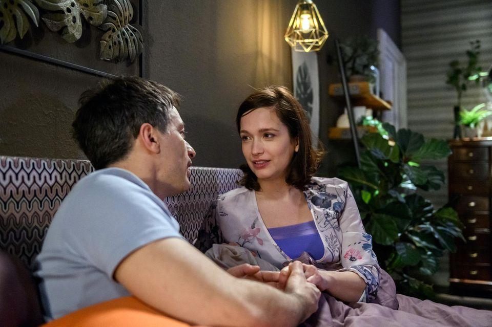 Diese Worte wird Robert (Lorenzo Patané) gerne hören: In Folge 3133 am 25. April 2019 sagt ihm Eva (Uta Kargel), wie wichtig ihr die Familie ist.