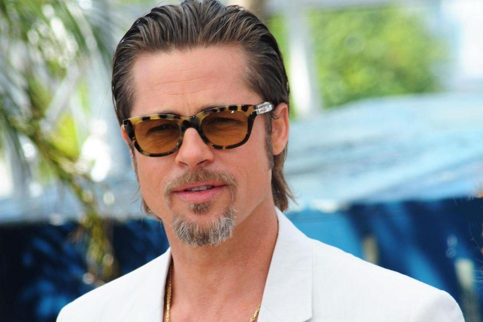 Brad Pitt beweist: Die Bartfrisur Henriquatre ist sexy, verspielt und smart in einem. DerRund-um-den-Mund-Bart zeichnet sich durch seine Kombi mit dem Soul Patch aus.