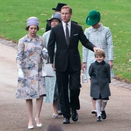 Nach ihrem Oscar-Gewinn als Beste Hauptdarstellerin steht Olivia Colman bereits wieder als Queen Elizabeth zusammen mit Tobias Menzies als Prinz Philip am Drehort St. Mark's Church in Englefield vor der Kamera. In der idyllischen Kirche haben übrigens Pippa Middleton und James Matthews geheiratet
