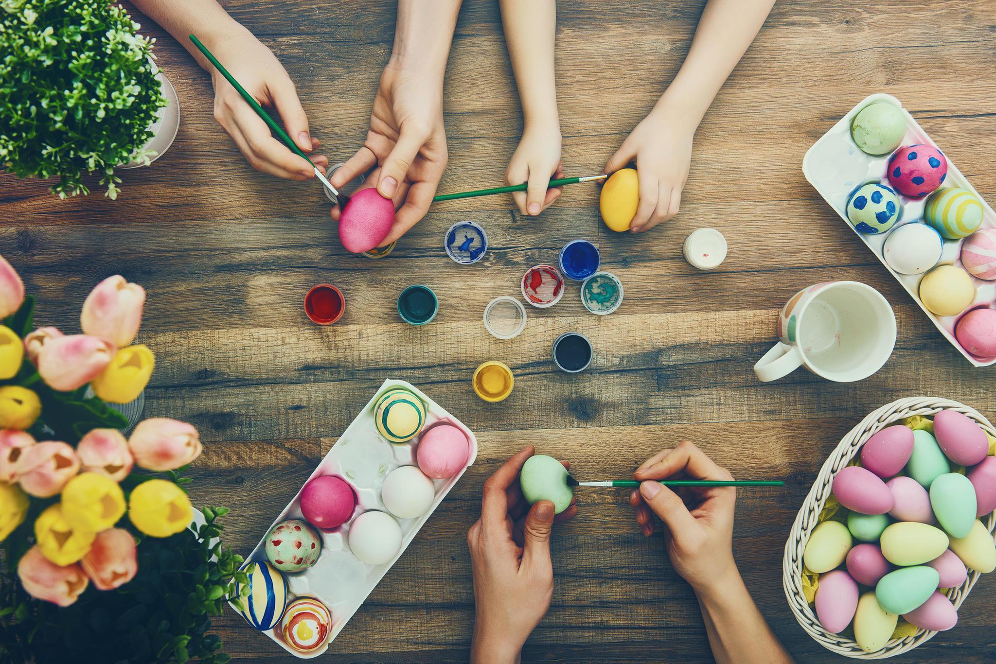Ostergeschenke selber machen, Ostereier anmalen