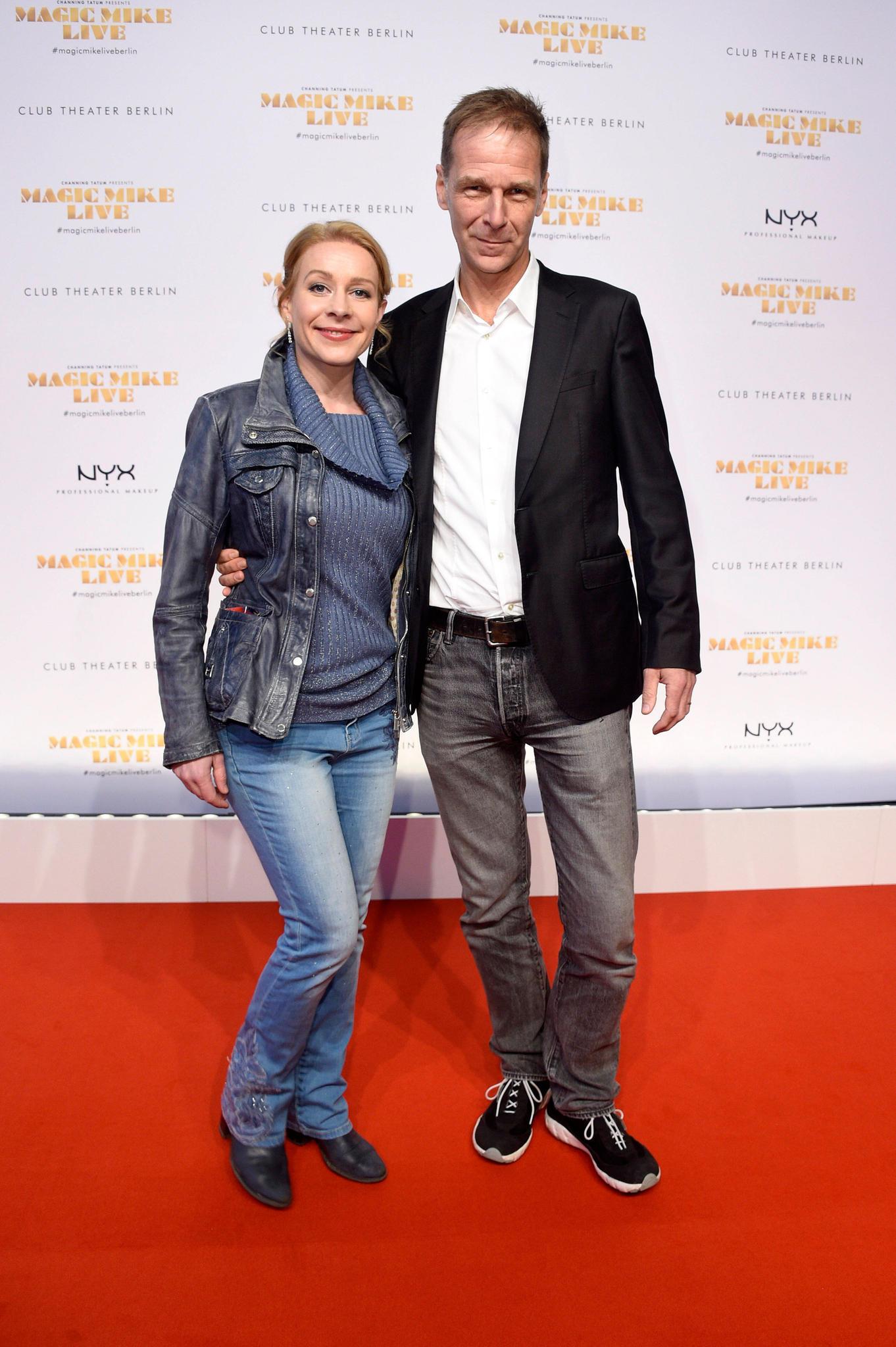 """Natalie O'Hara und ihr Ehemann Johannes Mock-O'Hara bei der Weltpremiere der Apassionata-Show '""""EQUILA"""" am 5. November 2017 in München"""
