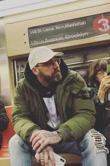 """""""Unter Menschen"""", postetSido zu seinem Foto aus der New YorkerU-Bahn. Ob es für den Rapper in Deutschland auch so entspannt verlaufen wäre?"""