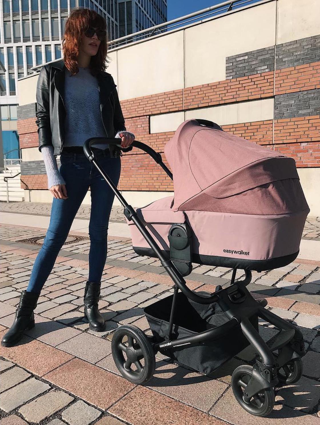 """Ihr """"Zicken-Image"""" hat sie längst abgeschüttelt. Heute ist Tessa Bergmeier stolze Mama von zwei Töchtern. Diese würde sie allerdings niemals zu GNTM schicken."""
