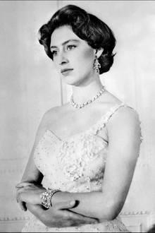 Auf diesem Foto, das Prinzessin Margaret anlässlich ihres 26. Geburtstages am 21. August 1956 zeigt, wirkt sie nachdenklich und beinahe unglücklich. Zehn Monate zuvor hatte sie öffentlich verkündet, ihre große Liebe Peter Townsend nicht heiraten zu werden