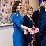 Hände schütteln und lächeln: Bildschön und anmutig geht Prinzessin Mary ihren royalen Pflichten nach.