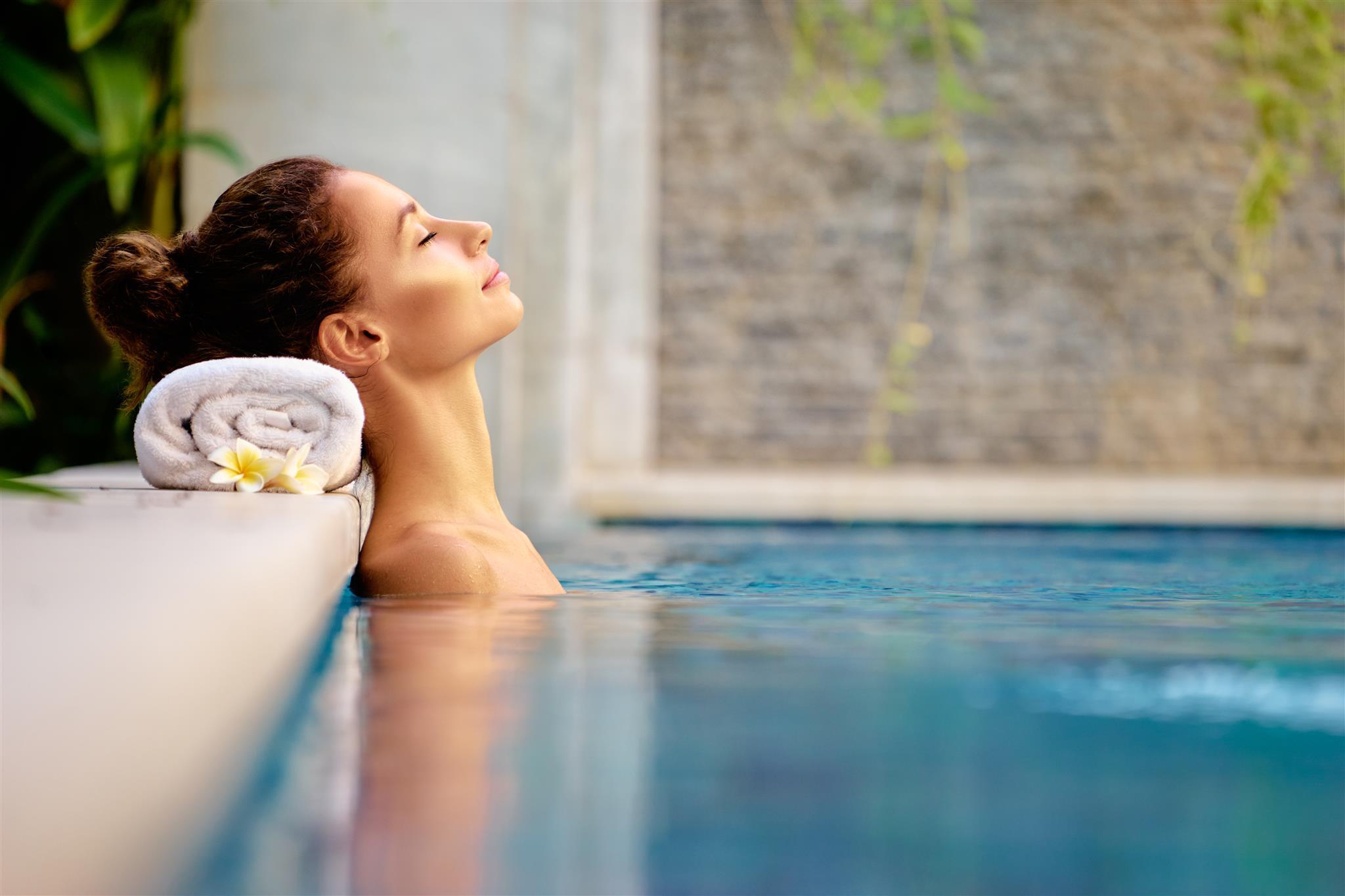 Im Wasser sind wir ganz in unserem Element, denn der Körper besteht zu 70 Prozent aus diesem Lebenselixier. So erklärt sich auch der Name der SPA AWARDS: Sanus Per Aquam – gesund durch Wasser