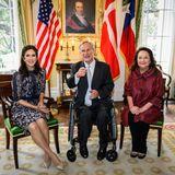 In der Governor's Mansion trifft sich die dänische Kronprinzessin mit Greg Abbot, dem Gouverneur von Texas, und dessen Ehefrau Cecilia Abbott.