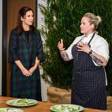 """Bei der Veranstaltung """"Danish Gastronomy – A Michelin Experience"""" im House of Scandinavia führt Mary mit der dänischen Köchin Kamilla Seidler ein Gespräch über nachhaltiges Kochen."""