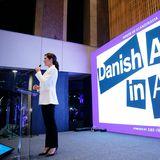 Auch beim Empfang im House of Scandinavia spricht sie auf der Bühne.
