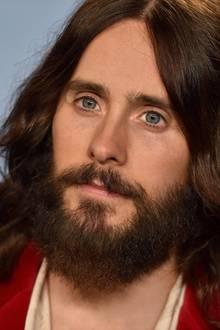 Langhaarfrisuren in Kombination mit einem Vollbart – das ist der Signature Look von Sänger und Schauspieler Jared Leto.